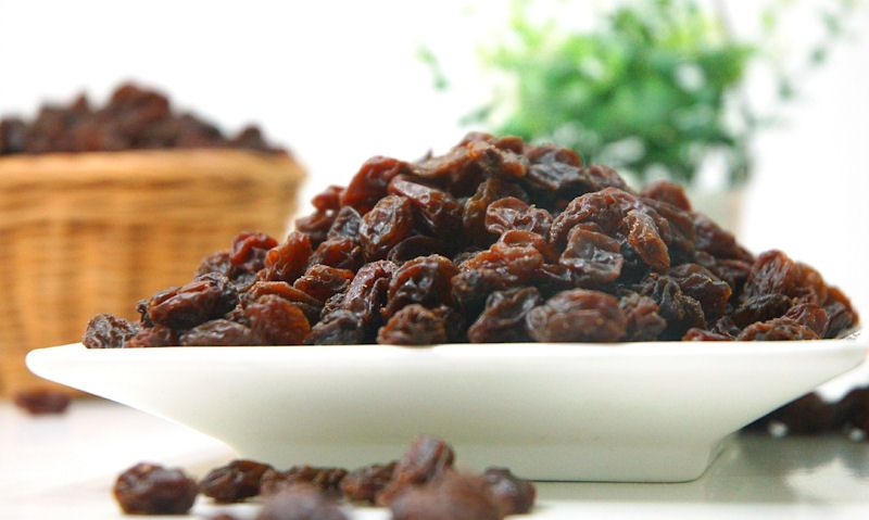 Plate of dried raisins